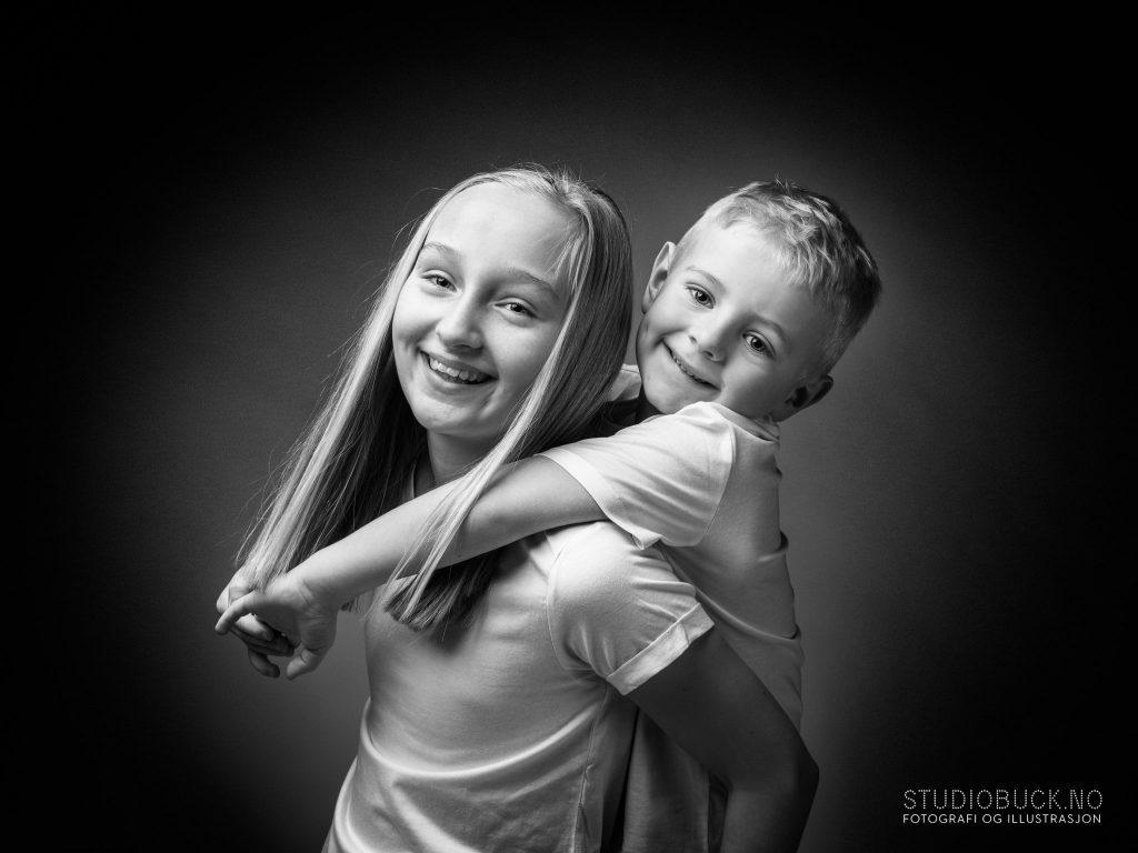 Søskenfotografering bror og søster